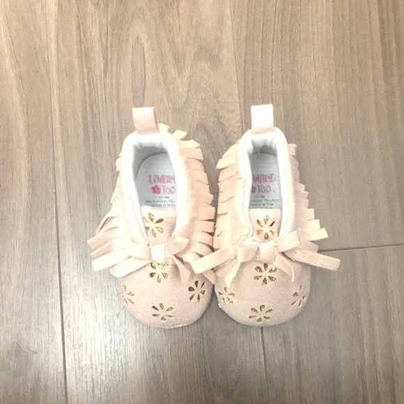 c94e28811bb2 Pink and Gold Glitter Baby Moccasins